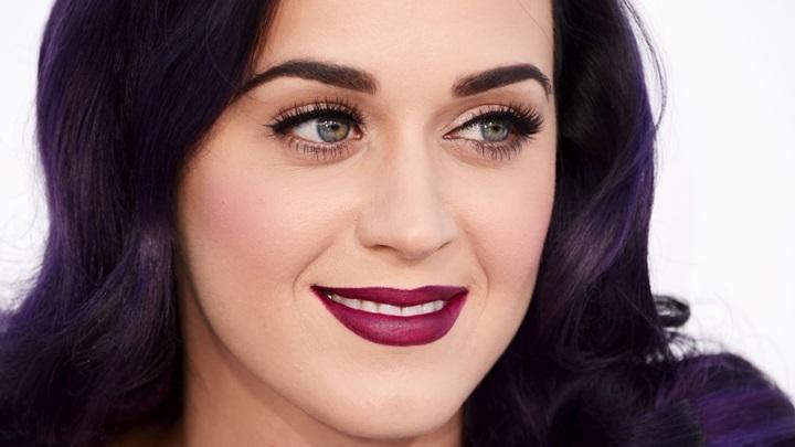 Katy Perry - Batom Vinho, quase roxo