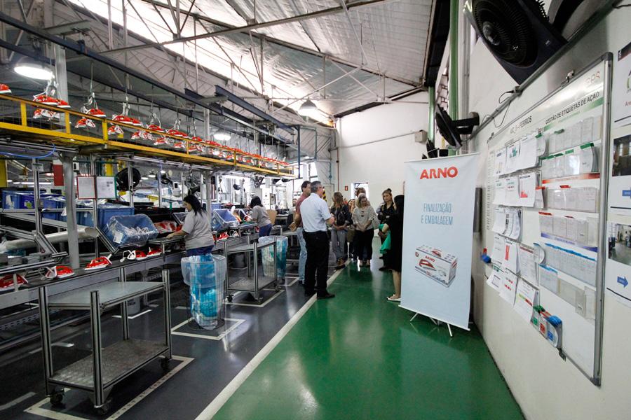 Ferro a Vapor Ultragliss - Fábrica Arno